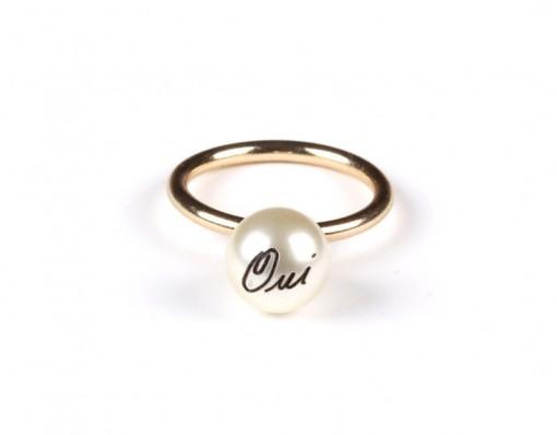 Oui Oui Pearl Ring